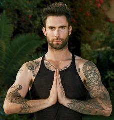 Adam-Levine-Yoga-Pose